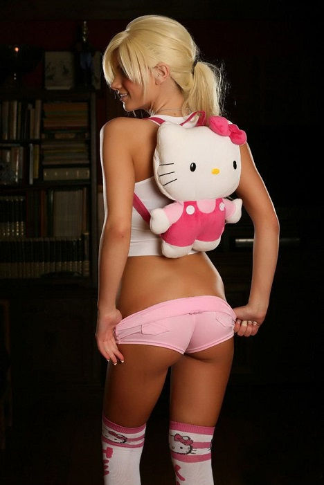 sexy_hello_kitty_girl